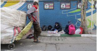 عکس ۲- کودکان کار و تیمِ باستانشناسی پسماند، منطقه ۱۷